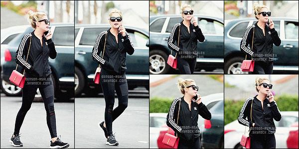 * 06/05/16 : Ashley a été aperçu seule entrain de passer un coup de téléphone          dans les rues de -         Los Angeles.  Je ne comprends pas la tenue d'Ashley, elle a un jolie sac très sympa par contre le leggins et la veste de sport c'est bizarre -  un FLOP    ! *
