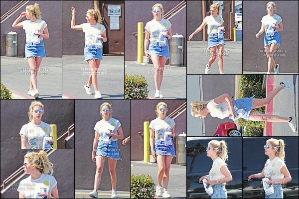 * 17/06/16 : Ashley a été aperçu seule lorsqu'elle quittait une      pharmacie    qui est  situé dans     -     West Hollywood.  Ashley porte un tee-shirt, une jupe en jean et des baskets, il semblerait qu'elle n'avait pas l'intention de rester longtemps dehors -  BOF    ! *