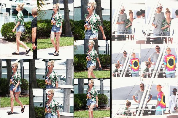 * 04/07/16 : Ashley a été aperçu allant profiter d'une  journée sur un yacht avec Ryan et    Justin Bieber      à  -     Miami.  Ashley a une tenue très simple et décontracté pour passer une journée tranquille pour s'amuser avec ses amis  -  c'est donc un petit TOP     *