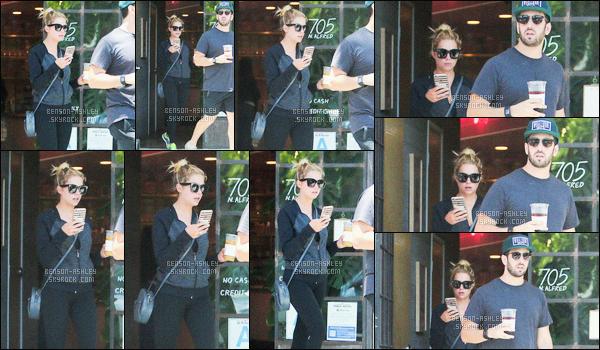 * 13/07/16 : Ashley a été aperçu en train de se prendre un café  accompagné de son ami         dans  -     West Hollywood.  Ashley a une tenue d'une simplicité mais que je trouve tout de même sympa, j'aime sa veste et son petit sac aussi  -  c'est donc un TOP !    *