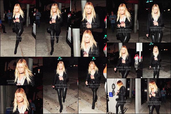 * 02/08/16 : Ashley a été aperçu seule lorsqu'elle se rendait au restaurant    Craig      situé dans  -     West Hollywood.  Ashley a une tenue sympathique, j'aime ce qu'elle porte c'est  sympa par contre je n'aime pas du tout les lunettes   -   c'est un petit TOP  !   *