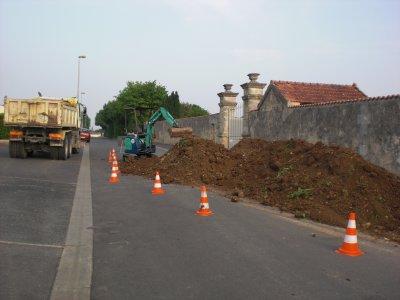 chantier d'engazonnement au cimetière de Tonnay-Boutonne