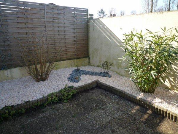 réfection de massifs dans une cour à Rochefort