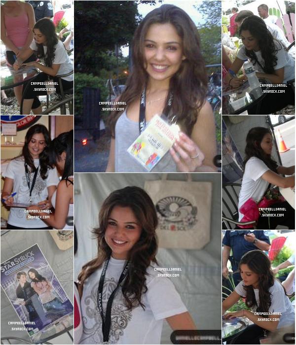 . Vendredi 11 juin 2010 : Miss Campbell était à Saugatuck pour signer des autographes..