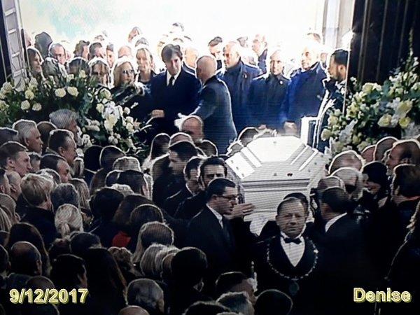 Voila le Boss est parti parmi les anges repose en paix voici quelque photos j'ai fait ne pas prendre merci au revoir johnny