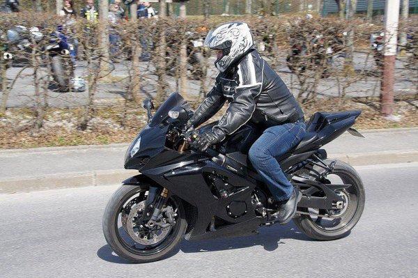 Mon homme sur sa moto