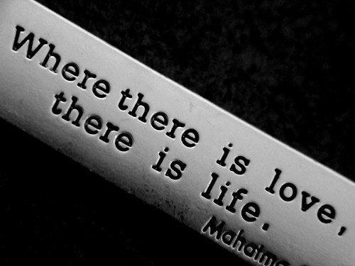 *Là où il y'a l'amour, il y'a la vie* ♥♥.
