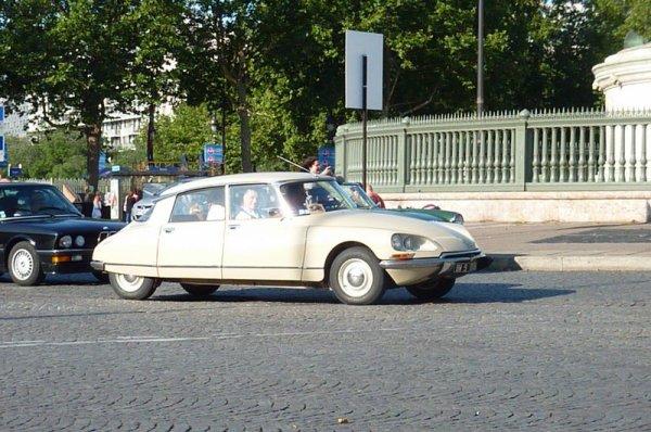 5e Traversée Estivale de Paris - les Citroën DS