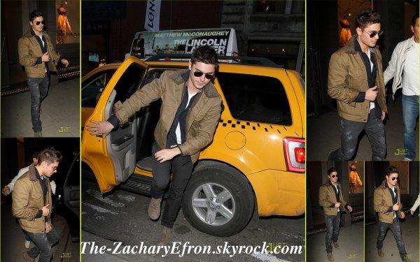 Coucou les gens! Zac a fait du shopping ce Jeudi 3 Mars à Soho (New York)                                          Je le trouve superbement beau ! lol pas vous ?  :p