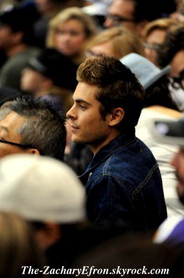 25/04/11 : Zac était au Kings Game dans Los Angeles! C'était un match de Hockey :) Enjoy the picture :D