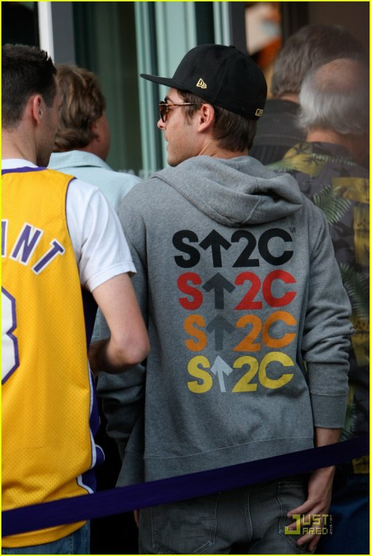 26/04/11 : Zac s'et rendu au match des Lakers au Staple Center à Los Angeles