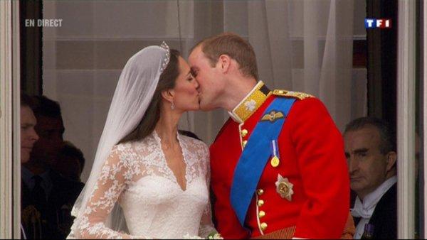 Le baiser du Prince et de La Princesse...