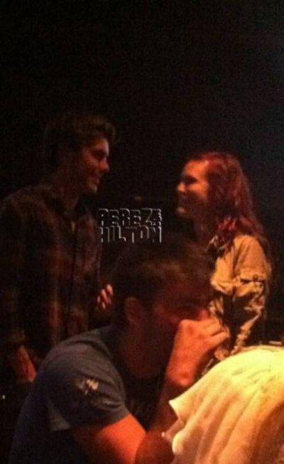 Nouvelle photo de Zac et Rumer Willis au Dillon's Irish Pub par Perez Hilton!