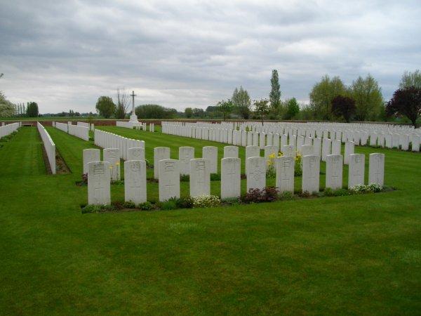 Cimetiere militaire rue-petillon a Fleurbaix
