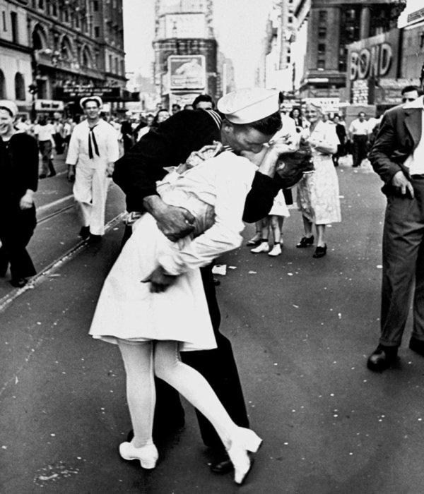 Mort de la femme au baiser du 14 août 1945 à New York