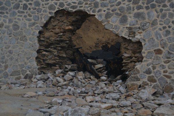 La grosse crevasse dans le mur sous le boulevard a fini par rejoindre le parking du casino.