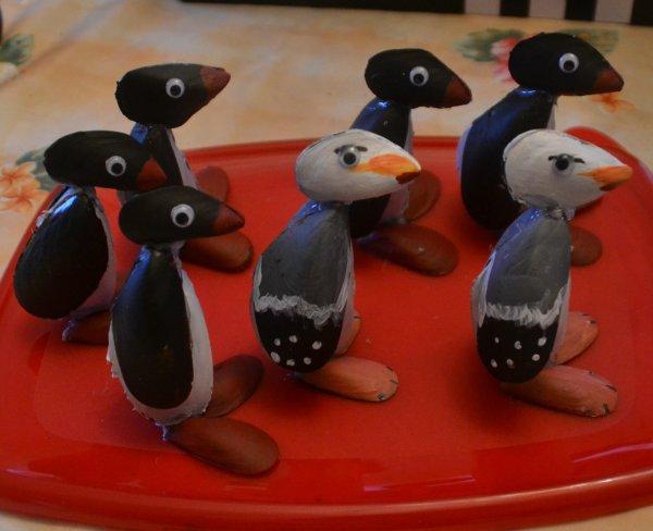 des goélands et des pingouins fait avec des coquilles de moules