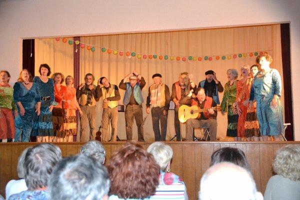 """Super spectacle au centre culturel de st pierre Quiberon avec la troupe de choristes """"En voiture,Simone!"""" 8 juin2014"""