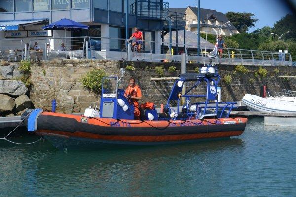 la SNSM organisait ce matin une opération de sensibilisation à la sécurité et au sauvetage   port haliguen 2 aout