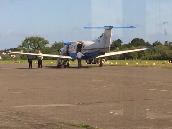 Arrivée d'une célébrité à l'aérodrome de Quiberon (photos de bubu 13 aout )