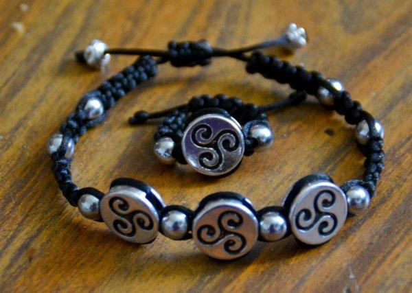 Mes bracelets triskell et tete de loup