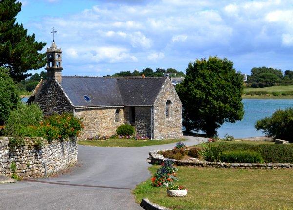 Ptite chapelle au bord de la mer