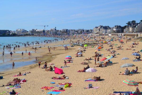 "Grande plage ; une grande  marée ""humaine"" 14 août"