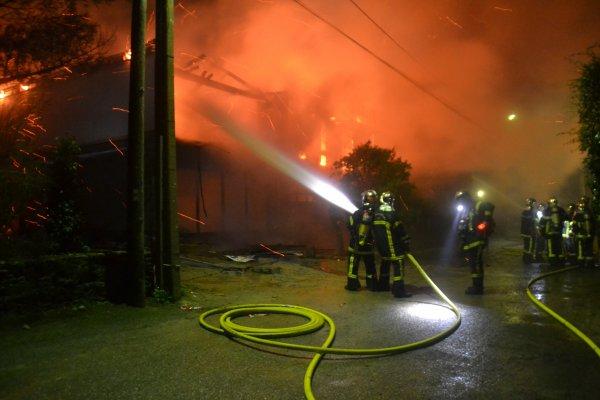 Une maison en flamme dans l'impasse Er Vadjuner à kermorvan.3 mars