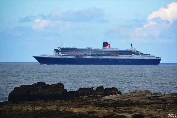 Le Queen Mary 2 de passage à Quiberon 24 juin