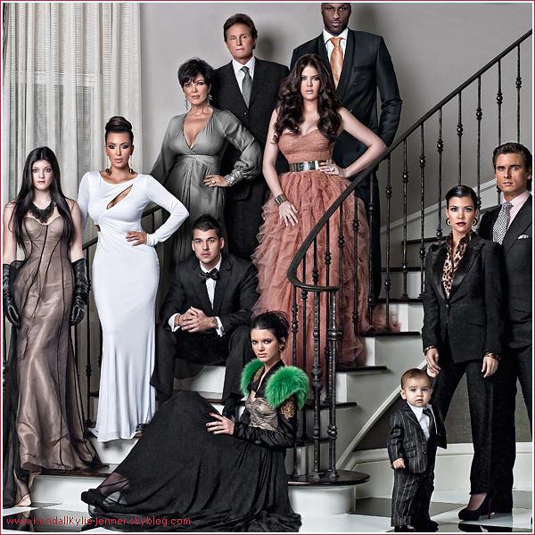 Découvrez la carte de Noël de la famille Kardashian/Jenner . Vous aimez ?