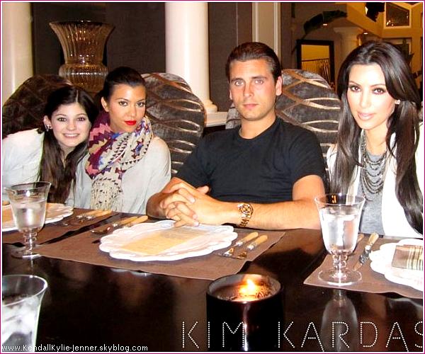 Kylie a été vu faisant du shopping à Calabasas, ce 15 mars. Top ou flop ?