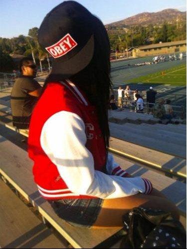 moi en train de regarder mon frere joué au rugby .... Obey