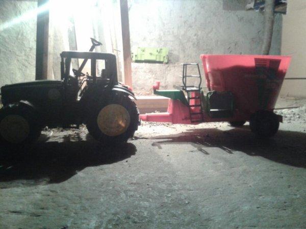 Vai maitre moisson maïs fin sur 10has50 et fabrication d'un battient a 60 places pour tourreaux