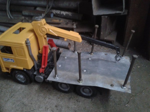camion mis en bois et un tracteur jd  foresterie 8210 210ch 6800H avec treuil de marque Tajfun 10t500