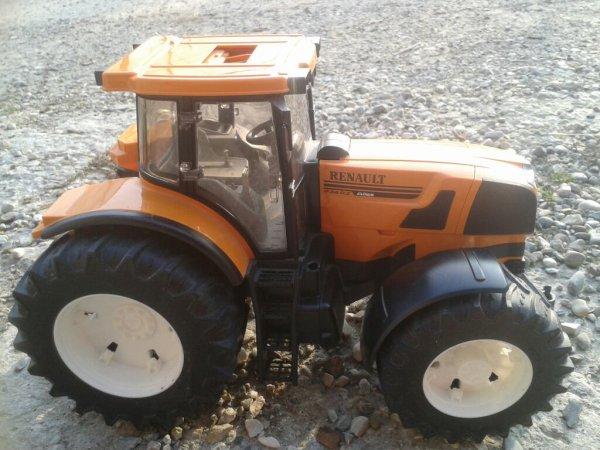 Nouveau tracteur eta renault et nh pour ma ferme