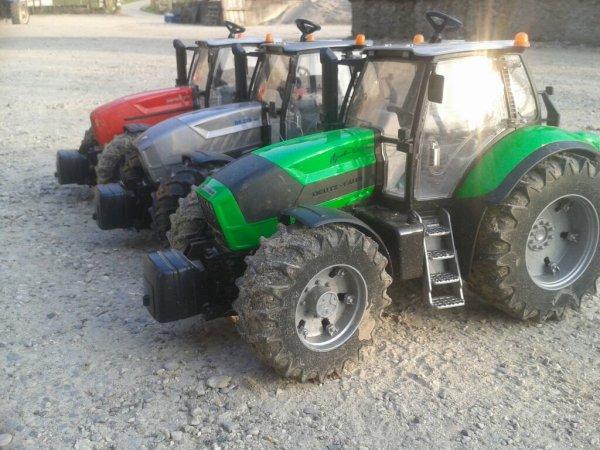 3 tracteur de la meme famille