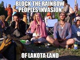 LES LAKOTA PROTESTENT CONTRE L'INVASION DE LEUR TERRE SACREE DES BLACK HILLS PAR DES HORDES DE HIPPIES DU MOUVEMENT RAINBOW WARRIOR
