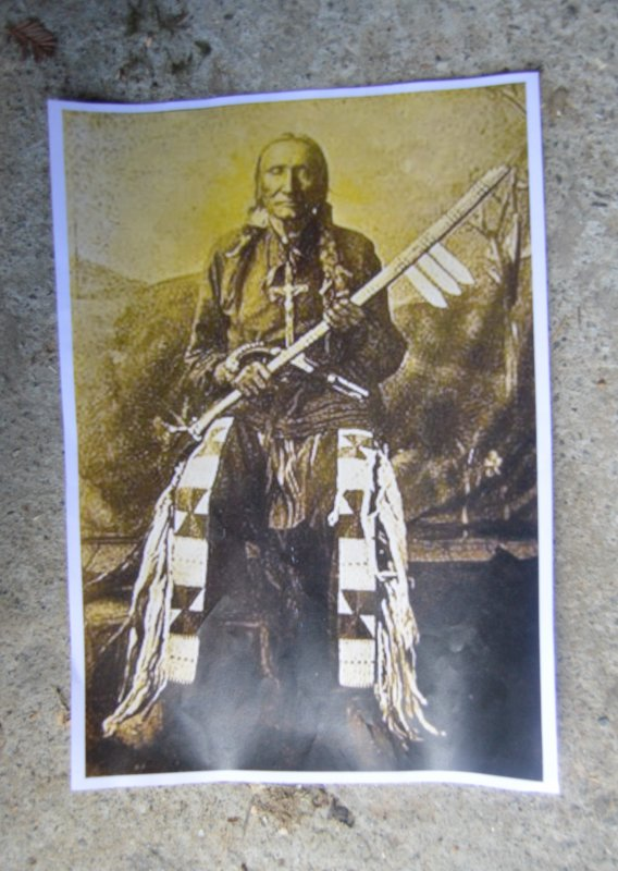 REPRODUCTION D'UN TOMAHAWK NATIF ANCIEN AVEC TROIS LAMES