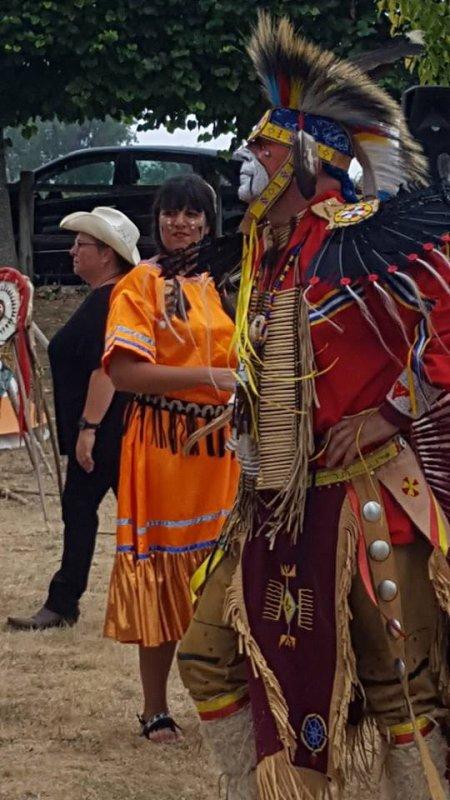 ANIMATION AMERINDIENNE DU GROUPE  MAKAH WACIPI AU FESTIVAL DE LUYNES 2016  2