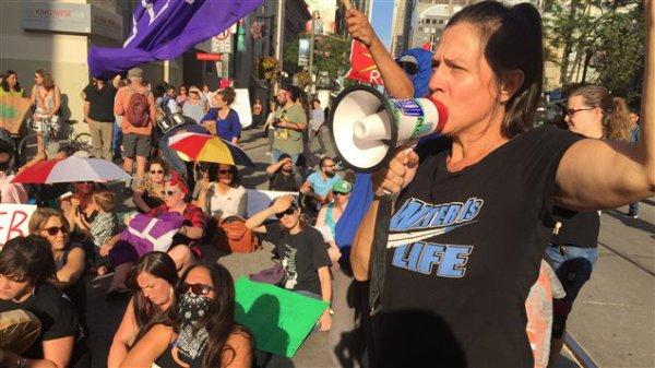 Une manifestation à Toronto contre le pipeline Dakota Access