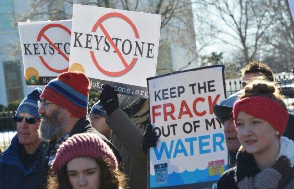 Roi du pétrole, Donald Trump relance deux oléoducs controversés