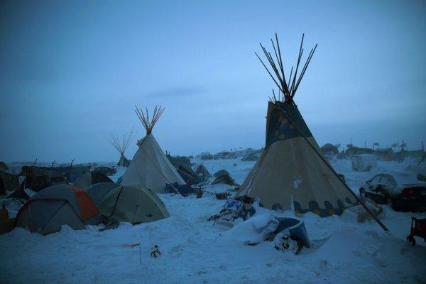Dans le Dakota du Nord, tribus amérindiennes et activistes s'unissent contre un oléoduc
