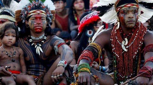 Un dirigeant du peuple indigène au taux de suicide le plus élevé au monde visite l'Europe