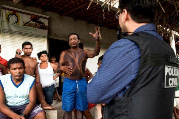 Brésil: les mains d'un indien coupées par des fermiers