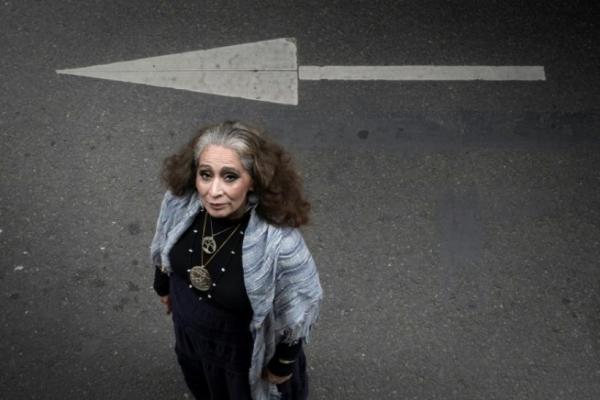 Egérie sioux de la lutte anti-oléoducs, LaDonna Brave Bull Allard quitte pour la première fois le sol américain, à l'invitation du festival We Love Green, à Paris le 7 juin 2017