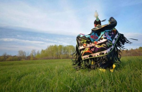 Canada : l'Indigène Autumn Peltier défend l'eau dans sa réserve indienne