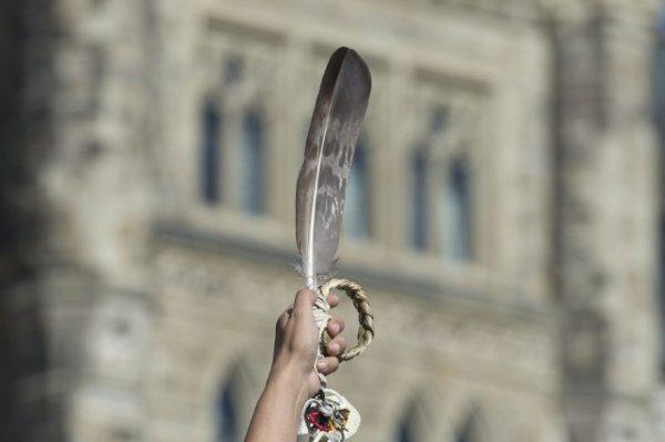 Prêter serment sur une plume d'aigle sera possible en Nouvelle-Écosse