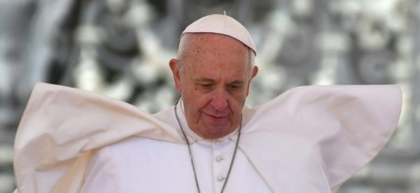 """Trudeau """"déçu"""" de l'absence d'excuses du pape aux autochtones"""
