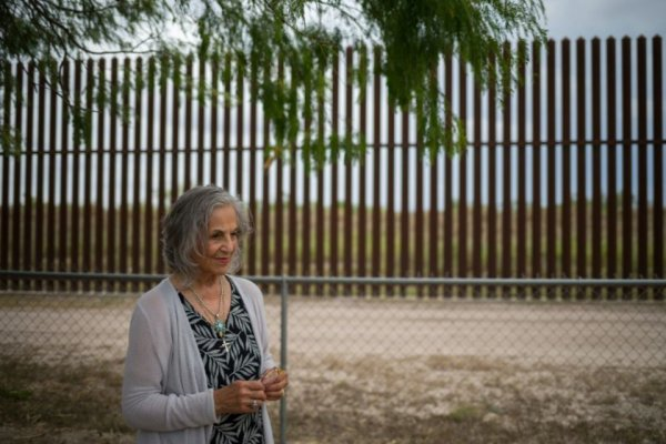 Un mur au milieu de terres ancestrales: la douleur d'une Apache aux Etats-Unis
