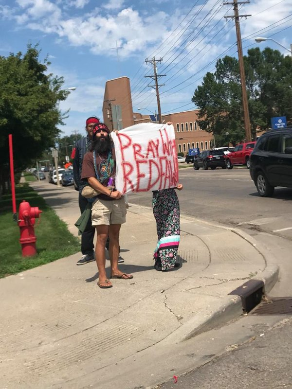 La militante oglala lakota, Red Fawn, condamnée à 57 mois dans un pénitencier fédéral pour avoir protégé l'eau à Standing Rock